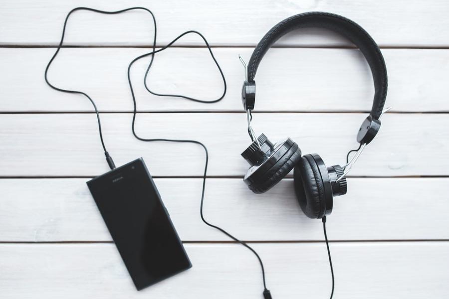 headphones-791078_960_720
